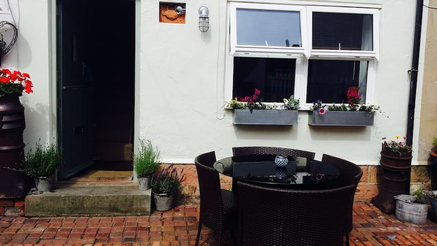 Crab Cottage (with rare courtyard) - Staithes - Hus