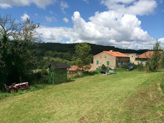 Village farmhouse in Montagne Noir near Mazamet - Mazamet - Huis