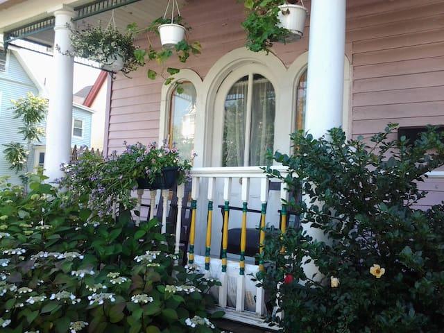 Quaint Asbury Park Shore Cottage  - Asbury Park - Dom