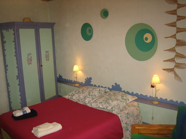Chambre Sud-Ouest, Auvergne - Charraix - Bed & Breakfast