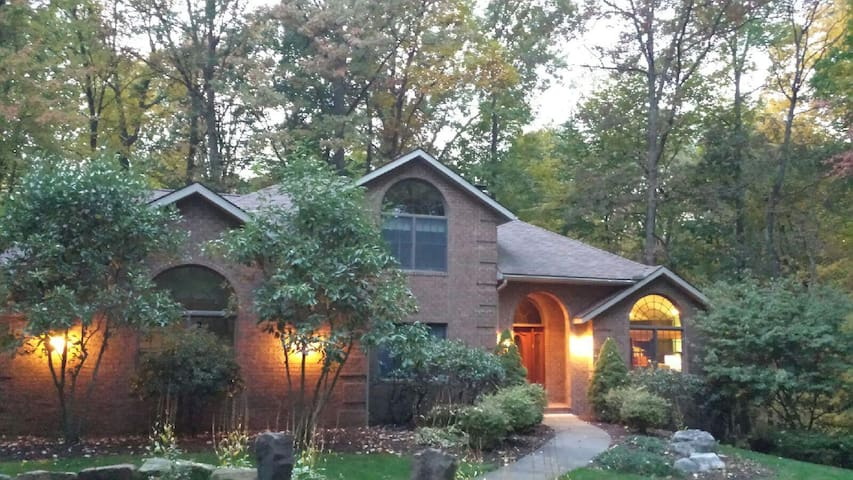Home in the woods - Wooster - Hus