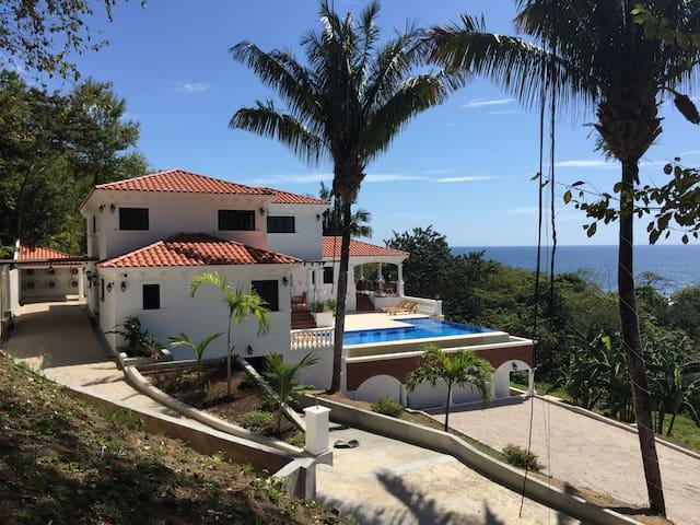 Luxurious Ocean Front Tuscan Villa - Puerto Carrillo - Vila