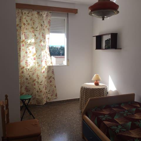 Acogedora habitación individual - Burjassot - Bed & Breakfast