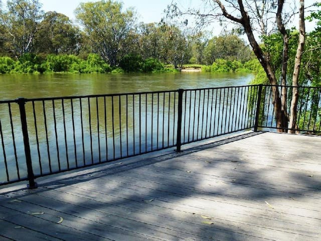 Absolute Murray River Accommodation - Corowa
