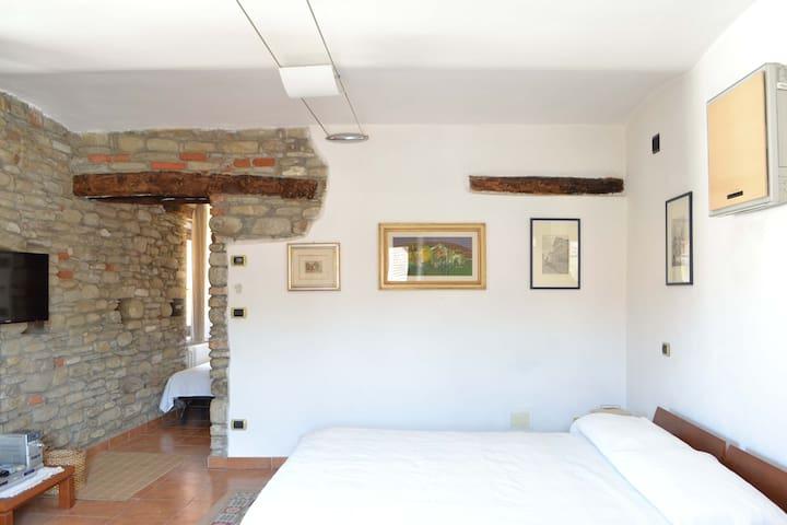 Grazioso appartamento nella piazza centrale - Monastero Bormida - Departamento
