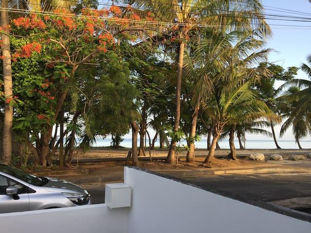 Chambre les pieds dans l'eau - Port-Louis - Hus