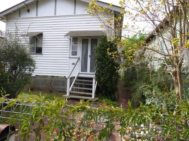 Cosy Cottage - Toowoomba City Centre - Toowoomba City - Talo
