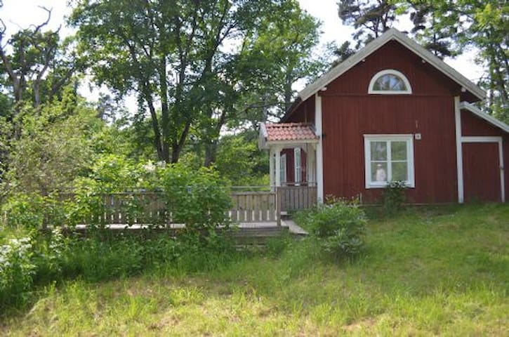 Newly renovated country cottage - Åkersberga - Hus