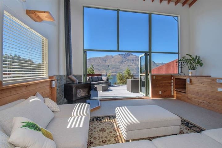 Mountain, lake, sun and this beautiful home... - Queenstown - Ev