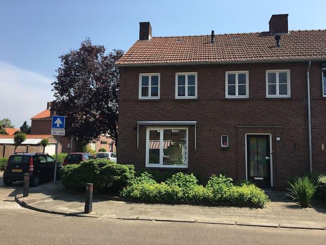Gezellige hoekwoning uit jaren 50 - Boxmeer - Maison