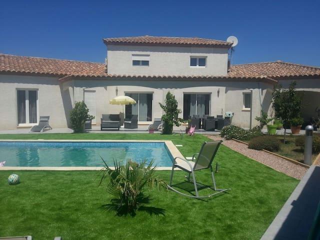 Magnifique villa avec piscine. - Narbonne - Casa