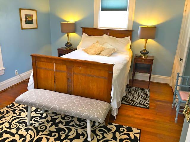 Beautiful Room in Historic Milford - Milford