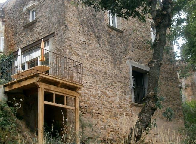 Maison de caractère à la montagne jusqu'à 10 p. - Bédarieux - Huis