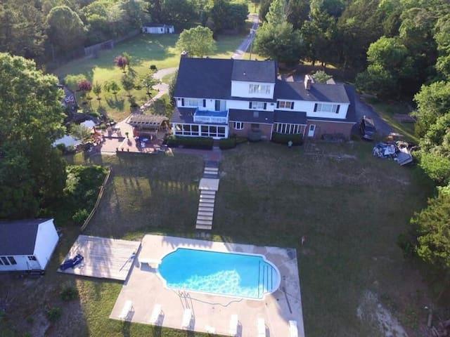 Georgian Colonial 3,  Private Lake, pool, Nature - Marmora - Hus