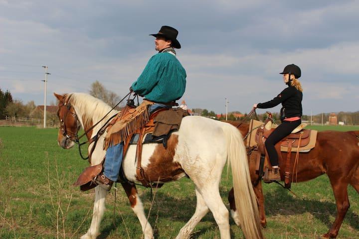 Enjoy Ladies Cowgirl Camps with Cowboy Adventures! - Lindow (Mark) - Otros