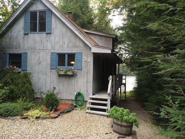 Little Blue Cabin on Hammond Pond - Goshen - Cabane