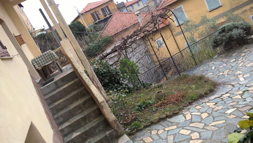 OLD CASTLE - Castelvecchio di Rocca Barbena