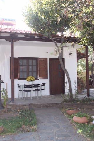 Garden house close to the beach (S) - Stavros - Casa