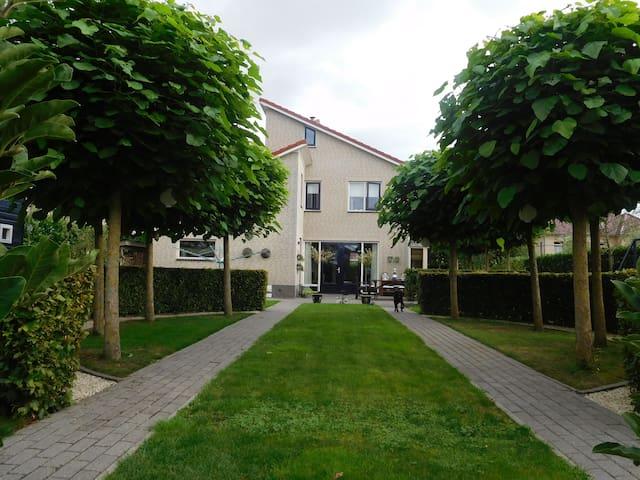 Vrijstaande villa aan het water - Harkstede - Villa