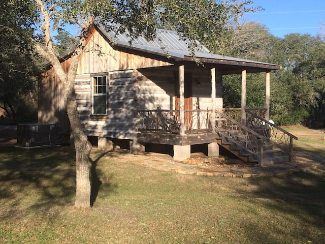 Secluded Log Cabin For 2 in La Grange TX - La Grange - Cabaña