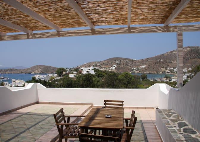 big terrace apartment with sea view - Ios - Departamento