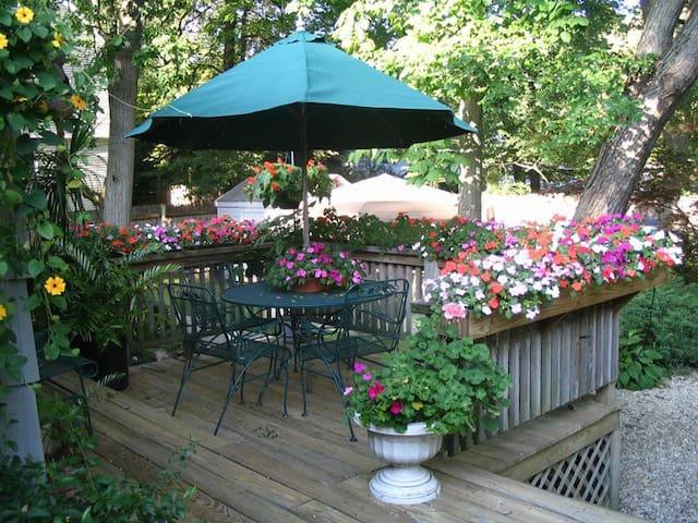 One-bedroom home with garden oasis & breakfast - North Andover - Ev