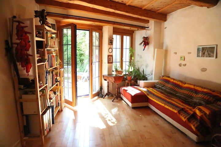Chambre avec cachet, jardin privé, vieille ville - 弗里堡(Fribourg) - 家庭式旅館