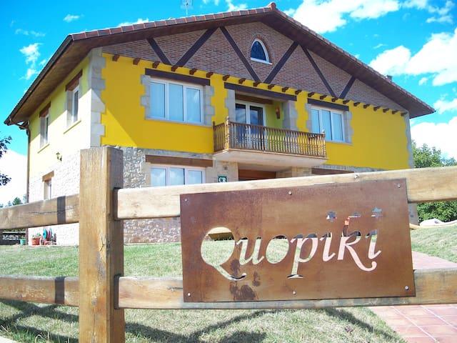 Quopiki. Tu Casa Rural en Euskadi. Hab. Cuadruple - Gopegi - Oda + Kahvaltı