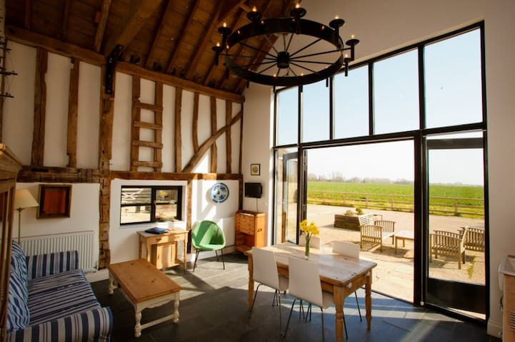 Two Bed Luxury Converted Barn with Gym & Spa (RV) - Essex - Pension