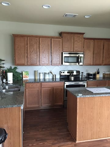 New Family Home Just Outside of the City! - Hutto - Hus