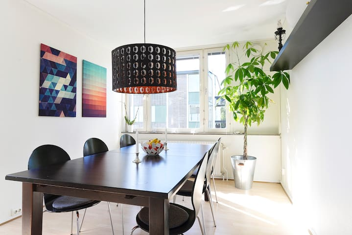 Large Room with Magical Light in Central Lund - Lund - Daire