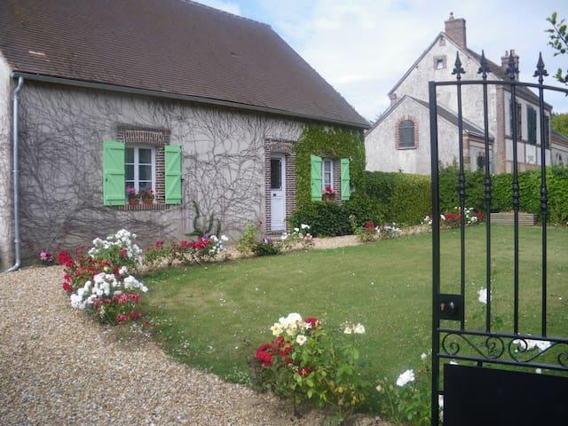 Maison chaleureuse 150m2 à 30 minutes de Chartres - Montireau - Huis