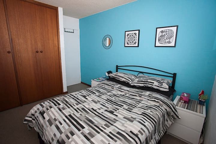 J & H's Bed and Breakfast in leafy Turner - Turner - Apartament