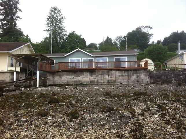 Hoodsport waterfront home - Hoodsport - Casa