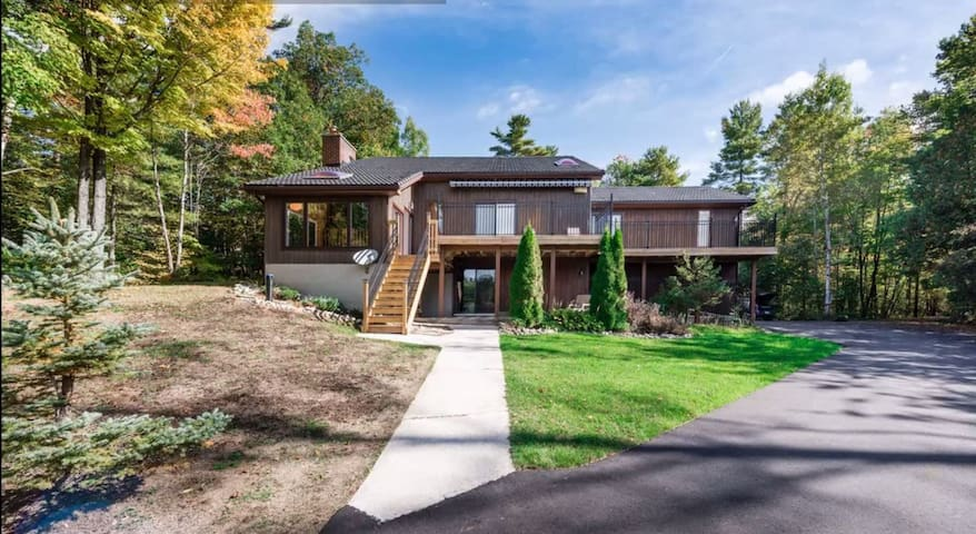 Waterfront Muskoka Cottage - 45 mins from Barrie! - Severn - Huis