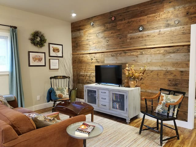 Rustic Chic near Mill Creek and Woodinville - Mill Creek - Pension