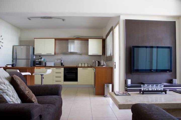 Top Floor apartment in Larnaca - ลาร์นากา