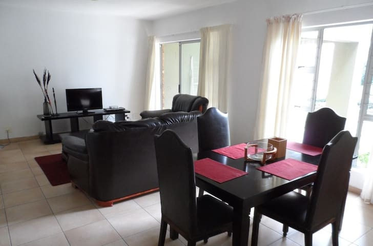A quiet 2 bed garden unit nestled in the valley - Roodepoort