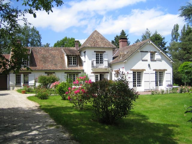 CHARACTER HOUSE NEAR PARIS WITH A H - Orgerus - Huis