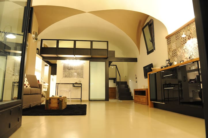 BRAND NEW!!! COloftSSEUM studio - Rooma - Loft-asunto