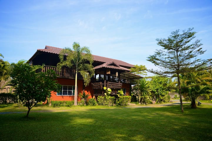 Casa Singtham,A Quiet Oasis Among the Rice Fields - Mae Hoi Ngoen - Bed & Breakfast