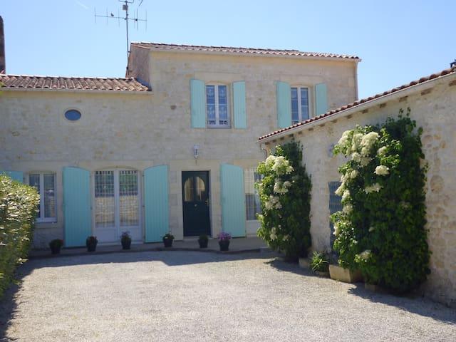 Maison spacieuse jusqu'à 7 pers. - Saint-Quantin-de-Rançanne - Casa