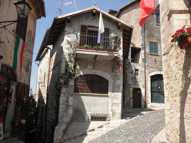 Il Nido: Romantica casa a Sermoneta - Sermoneta - Apartemen