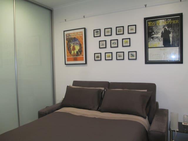 Homely unit in Glenelg East - Glenelg East - Bed & Breakfast