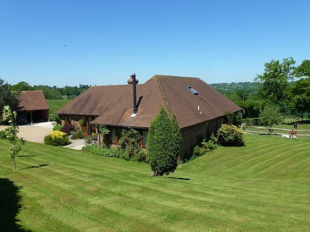 Three Chimneys Farm Bed & Breakfast - Goudhurst