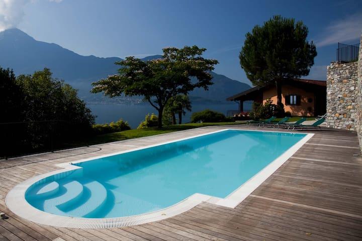 VILLA VENERE...piscina privata 2500mq e vista lago - Gera Lario - Villa