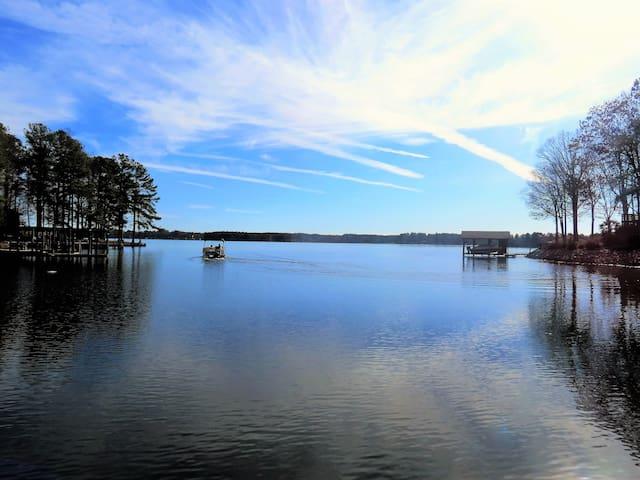 Main Lake 2800sqft Sandy Shore! Boat House! Pets - Henrico - Дом