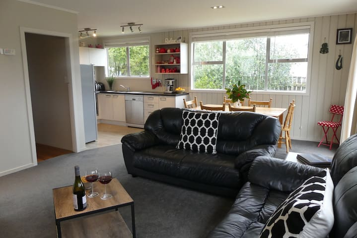 Trout Hideaway - entire house - Free WiFi - Turangi - Maison