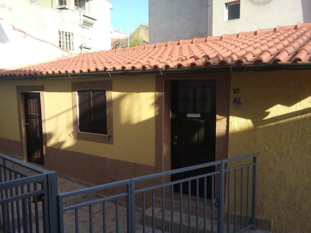 Casa amarela - Mirandela - Дом