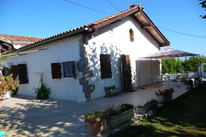 Corps de ferme rénové avec charme piscine chauffée - Saint-Martin-de-Seignanx - Huis